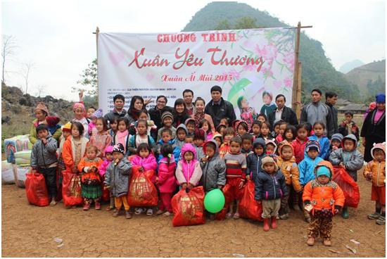 Tặng quà từ thiện Quỳnh Nhai